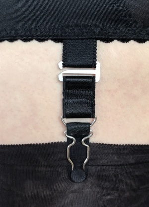 Berdita Short Metal Hook Suspender.